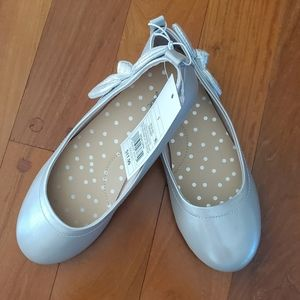 NWT Girl's silver shoes. Size 1